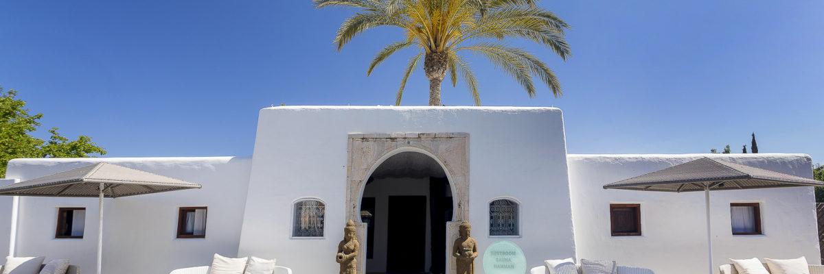 Yoga e massaggi nel cuore di Ibiza